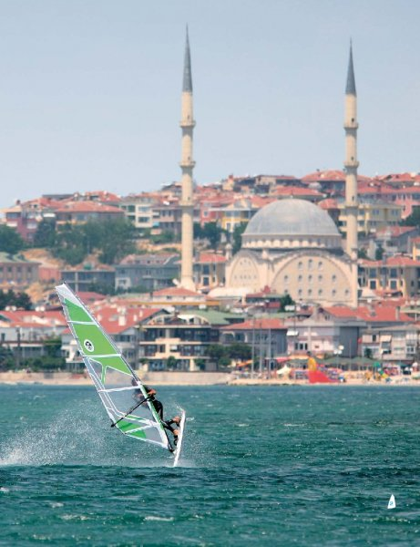 Surf and the City: Istanbul